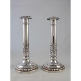 Paire de bougeoirs en métal argenté époque Empire début 19ème siècle