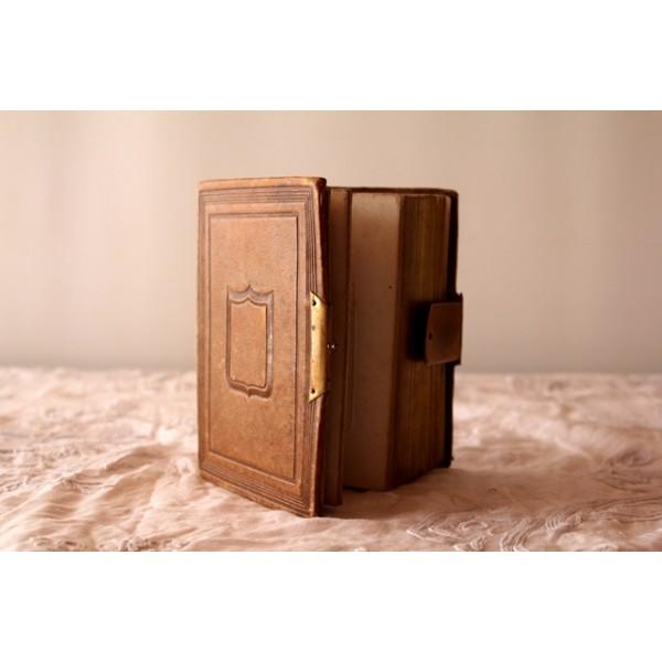 album photo reliure cuir. Black Bedroom Furniture Sets. Home Design Ideas