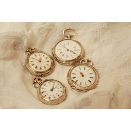 Lot de 4 montres de col à remontoir en argent vers 1900