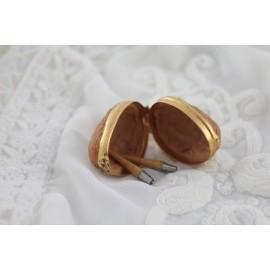 Pendentif coque de noix et deux canifs miniatures fin 19ème siècle