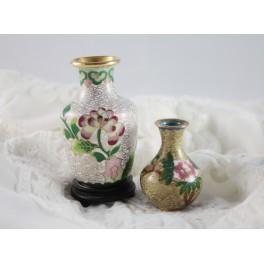 Deux petits vases cloisonnés à décor de fleurs époque début 20ème siècle
