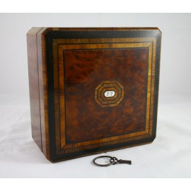 Coffret en bois marqueté et sa clé époque Napoléon III