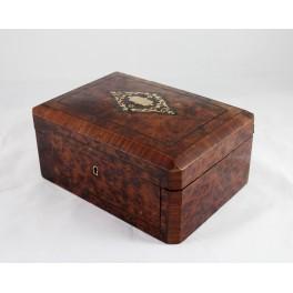 Coffret en bois marqueté cartouche en laiton époque Napoléon III