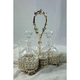 Huilier vinaigrier en métal argenté et cristal taillé époque début 20ème siècle